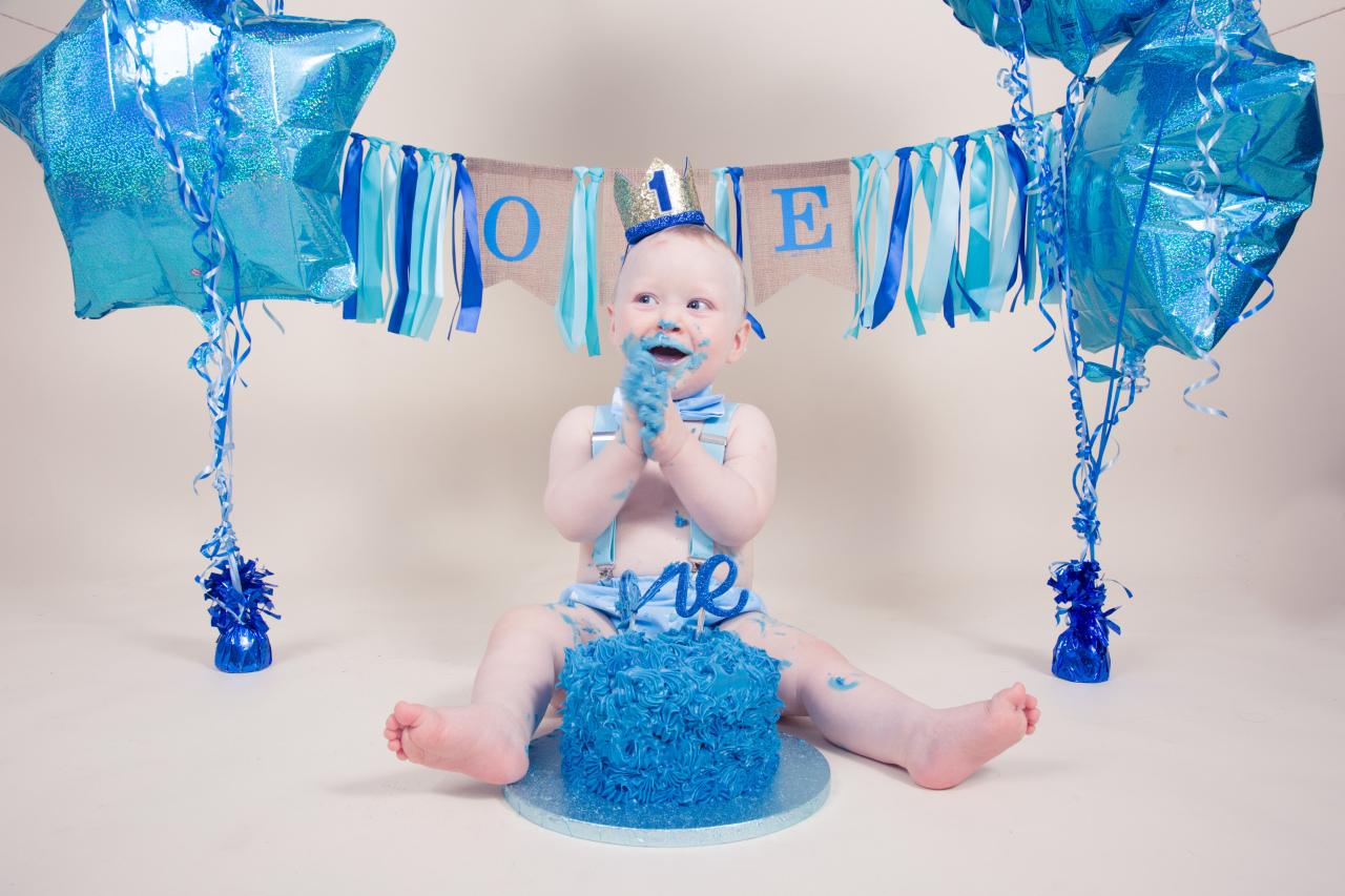 baby smashes cake - Harriet Buckingham - PiB